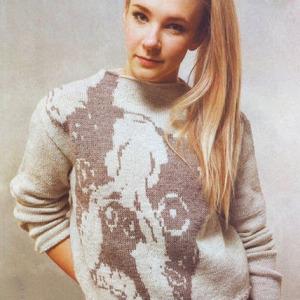 красивый вязаный свитер спицами с собачкой бульдогом