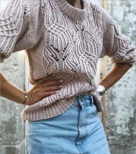 свитер спицами с узором бабочки