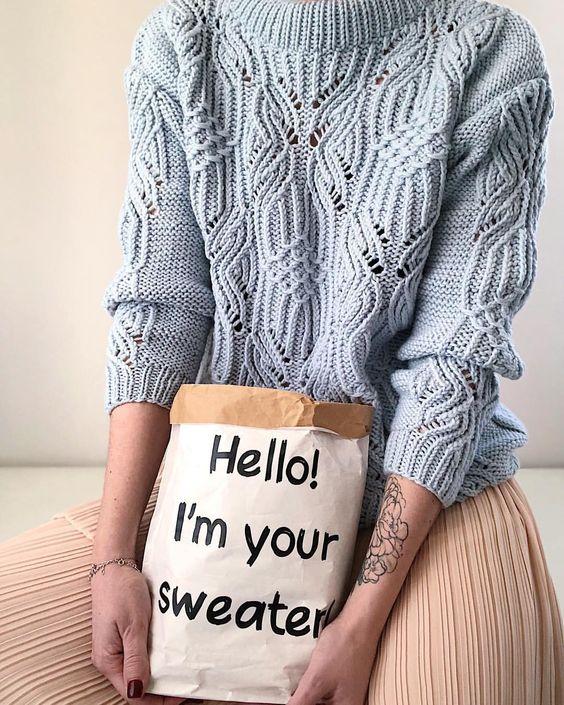 модный свитер спицами схемы