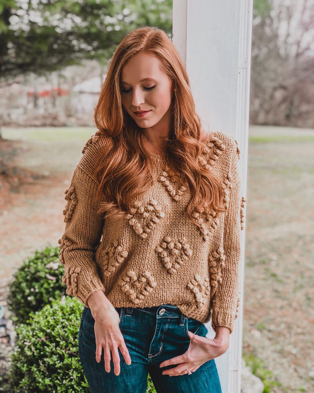 свитер с сердечками шишечками схема
