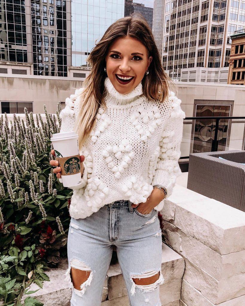 вязаный свитер с сердечками шишечками спицами