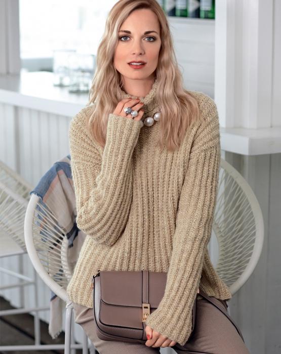 свитер патентным узором резинкой спицами