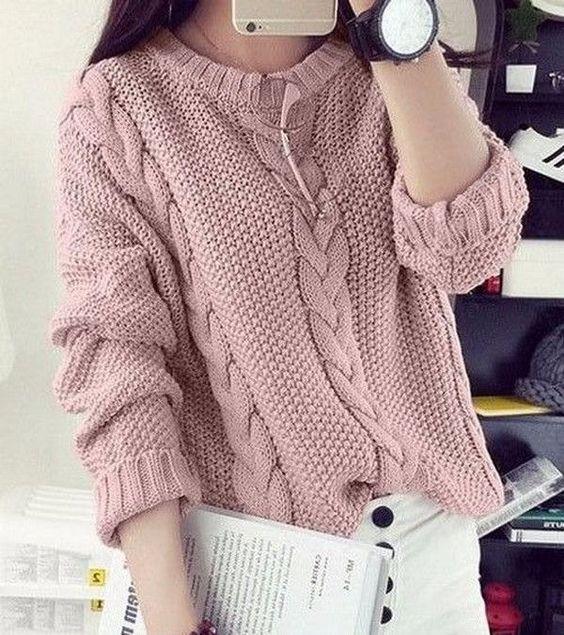 модный свитер спицами с косами