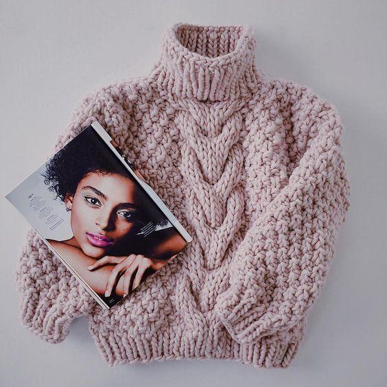 свитер с косой по середине