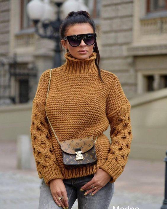 Бежевый вязаный свитер