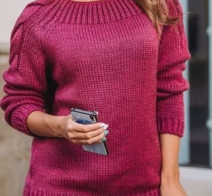 пуловер с косами на рукавах