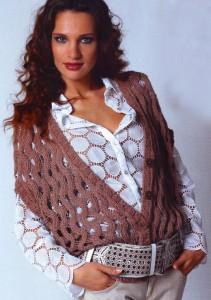 модные вязаные жилеты спицами