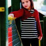 Вязание спицами: детское болеро из ярко-вишнёвой пряжи