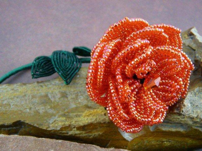 Плетение розы из бисера — не