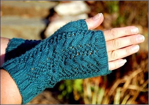 вязание перчаток без пальцев голубого цвета