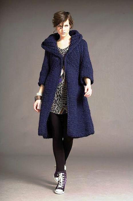 вязаное пальто спицами с капюшоном фото