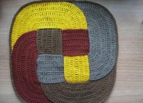 вязаные крючком коврики на стулья