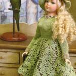 Вязаные платья для кукол крючком и спицами: схемы