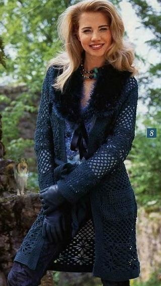 вязаное пальто из травки