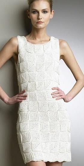Белое вязаное вечернее платье