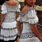 Вязаное черно-белое платье