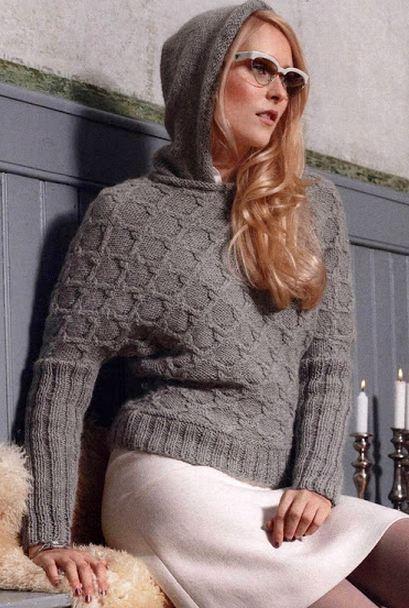 Вязаный свитер с капюшоном серого цвета