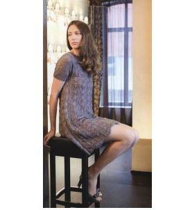 Прямое вязаное платье спицами серого цвета