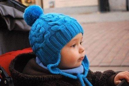 Детская голубая шапочка