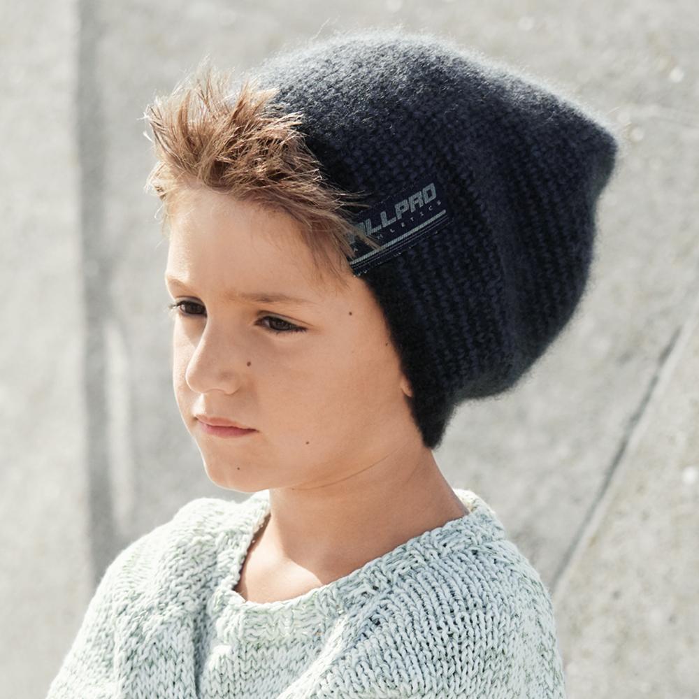 детская вязаная шапка с аппликацией