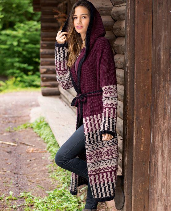 Вязаное пальто спицами с жаккардовым узором