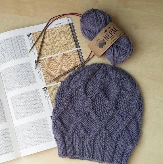 шапка бини с рельефным узором