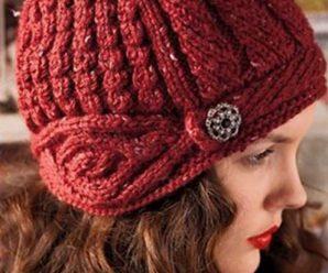 Женская вязаная шапка шлем спицами