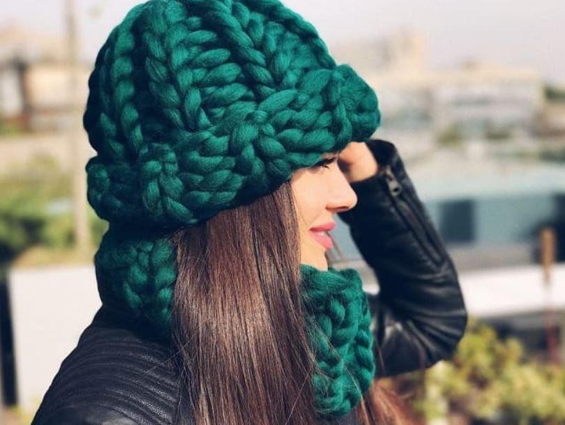 вязаная шапка спицами женская
